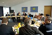 06 JUN 2005, BERLIN/GERMANY:<br /> Uebersicht Sitzungsaal vor Beginn einer Sitzung des FDP Praesidiums, Thomas-Dehler-Haus<br /> IMAGE: 20050606-01-015<br /> KEYWORDS: Präsidium, Sitzung, Übersicht