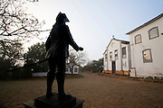 Tiradentes_MG, Brasil...Estatua de Tiradentes no primeiro plano, monumento instalado em 2002, como marco dos 300 anos de fundacao da cidade de Tiradentes, ao fundo a Capela de Sao Joao Evangelista, Minas Gerais...The Tiradentes statue, Its a monument installed in 2002, because the 300 years of Tiradentes foundation, in the background The Chapel Sao Joao Evangelista, Minas Gerais...Foto: JOAO MARCOS ROSA / NITRO