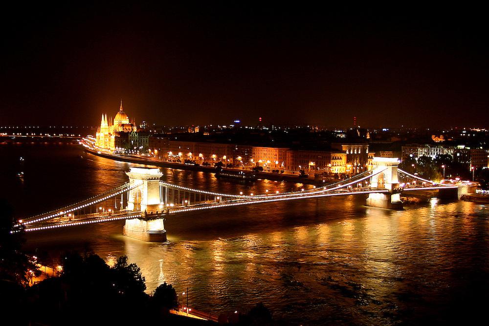 Széchenyi Chain Bridge (Lánchíd), & Hungarian Parliament Building (Országház), Budapest, Hungary
