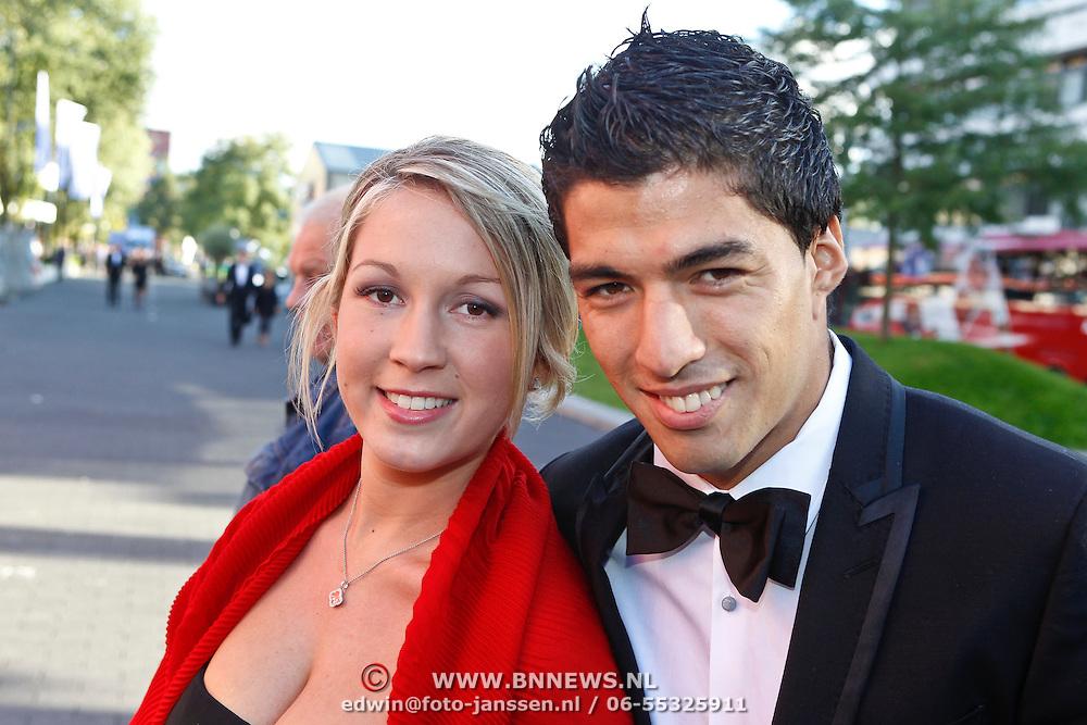 NLD/Hilversum/20100830 - Voetbalgala 2010, Luis Suarez en partner Sofia