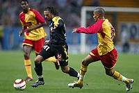 Fotball<br /> Frankrike 2004/05<br /> Lens v Olympique Marseille<br /> 24. oktober 2004<br /> Foto: Digitalsport<br /> NORWAY ONLY<br /> FABRICE FIORESE (OM) / BENOIT ASSOU EKOTTO (LENS)