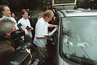 """14 SEP 2000, BERLIN/GERMANY:<br /> Ruprecht Polenz, CDU Generalsekretaer, verteilt im Rahmen der CDU Aktion """"Weg mit dieser Ö K.O. Steuer"""" medienwirksam Aufkleber und Flugblaetter an Autofahrer,  Grosser Stern<br /> IMAGE: 20000914-01/02-08<br /> KEYWORDS: Generalsekretär, Journalist, Kamera, Camera, Fotograf, Photographer, Auto, Car"""