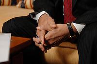 10 NOV 2006, BERLIN/GERMANY:<br /> Die Haende von Shri Sushil Kumar Shinde, Minister für elektrische Energie Indien, waehrend einem Interview, Residenz des Indischen Botschafters in Berlin<br /> IMAGE: 20061110-01-014<br /> KEYWORDS: Energieminister, Hände