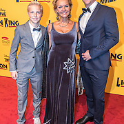 NLD/Scheveningen/20161030 - Premiere musical The Lion King, Mariska van Kolck en zonen Christopher en Vincent