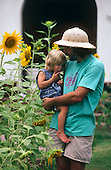 00194_Father_daughter_sunflowers