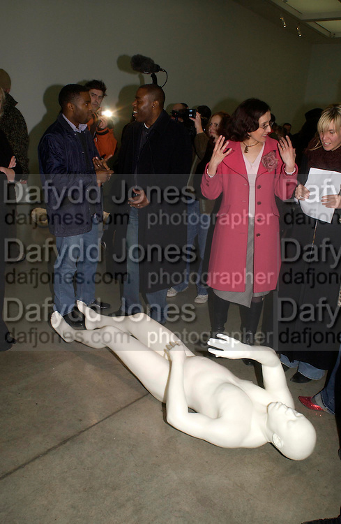 Carl Whittaker ( in centre behind)  the sculpture. cast of him made of wax and drugs. Chemical Life Support opening, White Cube. 3 March 2005. ONE TIME USE ONLY - DO NOT ARCHIVE  © Copyright Photograph by Dafydd Jones 66 Stockwell Park Rd. London SW9 0DA Tel 020 7733 0108 www.dafjones.com