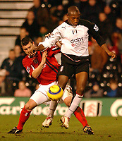 Fotball<br /> Premier League 2004/05<br /> Fulham v West Bronwich Albions<br /> 16. januar 2005<br /> Foto: Digitalsport<br /> NORWAY ONLY<br /> Fulham's Papa Bouba Diop and West Brom's Paul Robinson