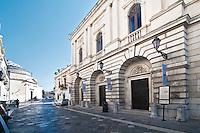Lecce - Teatro Paisiello. Indirizzo: Via Palmieri 72 - Lecce..L'originaria struttura Teatro Paisiello fu inaugurata nel 1758 in onore del musicista tarantino Giovanni Paisiello. Nel 1867 fu donato al comune di Lecce, che ritenne gli spazi culturali dell'arena non adatti ai fini intellettuali della città tanto da ordinarne la totale ricostruzione. Il Teatro Paisiello fu riaperto, quindi, nel 1870, in contemporanea con le celebrazioni nazionali per la nascita della capitale d'Italia. Dal punto di vista artistico si possono ammirare nel peristilio i busti in marmo di Giovanni Paisiello e di Leonardo Leo, importante musicista salentino, originario di San Vito dei Normanni. Chiuso per Restauri nell'ultimo decennio del Novecento, è attualmente uno dei teatri più attivi e importanti della provincia di Lecce.