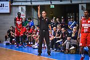 DESCRIZIONE : Varese Precampionato 2015-2016 Openjobmetis Varese - Legano<br /> GIOCATORE : Paolo Moretti<br /> CATEGORIA : Allenatore Coach Mani <br /> SQUADRA : Openjobmetis Varese<br /> EVENTO : Precampionato 2015-2016<br /> GARA : Openjobmetis Varese - Legnano<br /> DATA : 27/09/2015<br /> SPORT : Pallacanestro<br /> AUTORE : Agenzia Ciamillo-Castoria/M.Ozbot<br /> Galleria : Precampionato 2015-2016 <br /> Fotonotizia: Varese Precampionato 2015-2016 Openjobmetis Varese - Legano