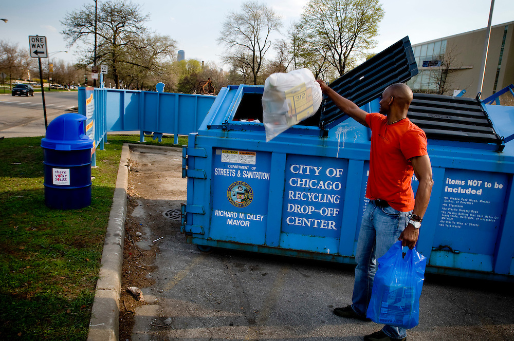 The City of Chicago Recyling Drop-off center by Lincoln Park.<br /> <br /> Blue Recycling Drop-Off Centers are located in communities across the city. Chicagoans can bring paper, plastics and glass for separate recycling during daylight hours.<br /> <br /> <br /> Green Chicago.Photographer: Chris Maluszynski /MOMENT