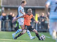 Lasse Spaniel (Hillerød) presses af Hans Christian Bonnesen (FC Helsingør) under kampen i 2. Division mellem Hillerød Fodbold og FC Helsingør den 21. august 2019 på Hillerød Stadion (Foto: Claus Birch).