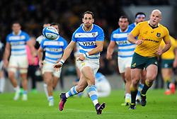 Joaquin Tuculet of Argentina passes the ball - Mandatory byline: Patrick Khachfe/JMP - 07966 386802 - 08/10/2016 - RUGBY UNION - Twickenham Stadium - London, England - Argentina v Australia - The Rugby Championship.