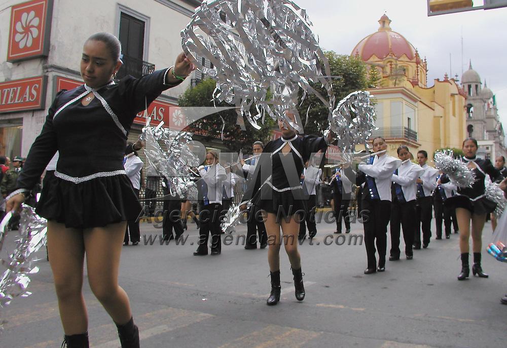 Toluca, M&eacute;x.- Bastoneras y banda de musica de la escuela normal de maestros recorreron las calles del centro de esta ciudad. Agencia MVT / Miguel A. V&aacute;zquez. (DIGITAL)<br /> <br /> NO ARCHIVAR - NO ARCHIVE