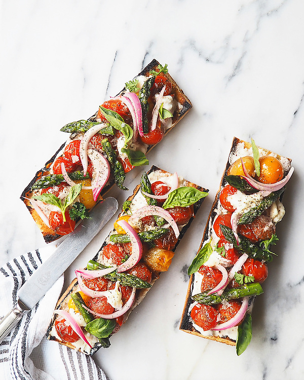 Open Faced Sandwiches with Tomtatoes, Asparagus and Burrata Cheese