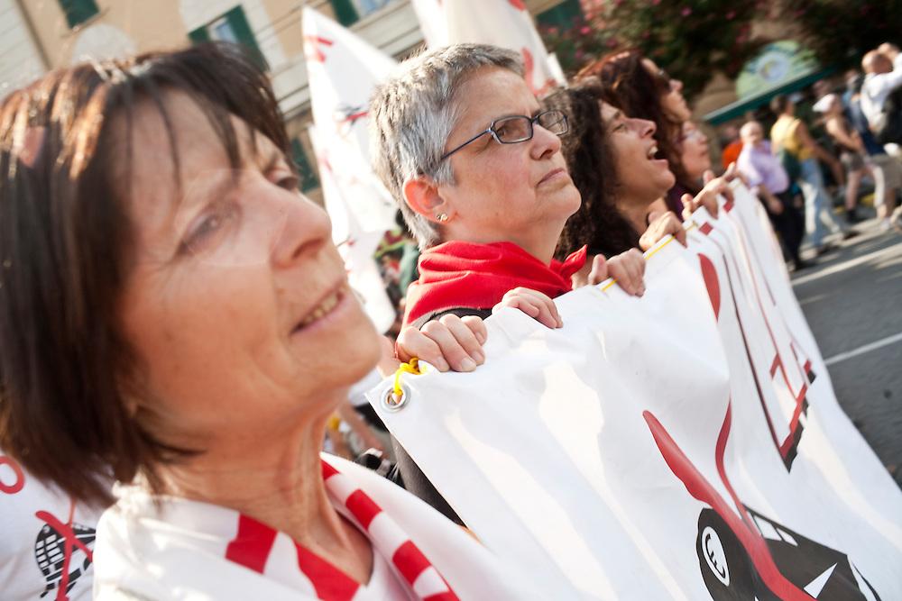 Genova, 23 luglio 2011. Manifestazione in ricordo dei fatti del G8 di dieci anni prima. Manifestanti No Tav.