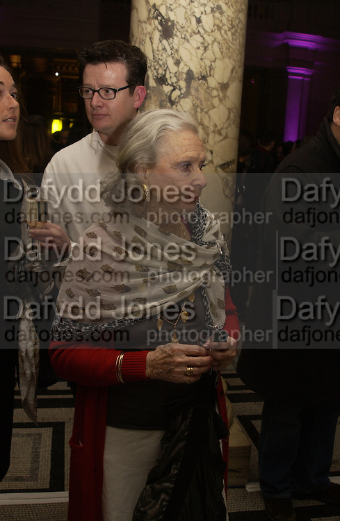 Noya Brandt, Bill Brandt exhibition exhibition opening, V. & A. 22 March 2004. ONE TIME USE ONLY - DO NOT ARCHIVE  © Copyright Photograph by Dafydd Jones 66 Stockwell Park Rd. London SW9 0DA Tel 020 7733 0108 www.dafjones.com