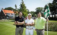 NOORDWIJKERHOUT - Eigenaar Peter Duivenvoorde met golfleraren Tjeerd Staal (wit) en Ronald Stokman (zwart)  . Golfbaan Landgoed TESPELDUYN in Noordwijkerhout. COPYRIGHT KOEN SUYK