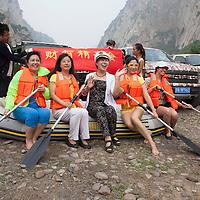 BEIJING, JUNE 24, 2013 :   Mitglieder  posieren fuer das zweite Gruppenbild auf einem Schlauchboot . Li gruendete den Club vor einem Jahr . Mitglieder koennen nur per Einladung beitreten und muessen ein gewisses Einkommen nachweisen koennen.