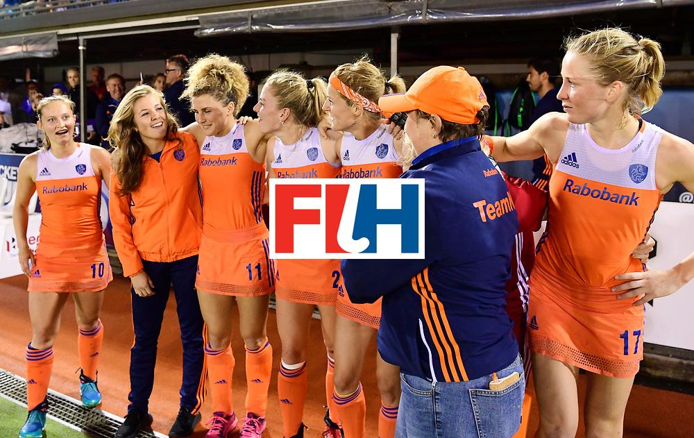 AUCKLAND - Sentinel Hockey World League final women<br /> Match id:10322<br /> 22 NED v NZL (Final)<br /> Foto: Alyson ANNAN Head Coach <br /> Netherlands wins the Sentinel Hockey World League<br /> v.l.n.r.: Kelly Jonker , Xan de Waard , Maria Verschoor, Maartje Krekelaar, .Alyson ANNAN Head Coach and /h17<br /> WORLDSPORTPICS COPYRIGHT FRANK UIJLENBROEK