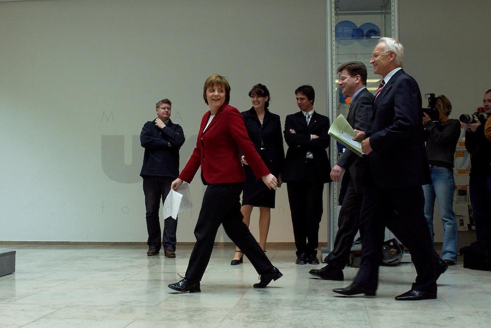 02 APR 2004, BERLIN/GERMANY:<br /> Angela Merkel (L), CDU Bundesvorsitzende, und Edmund Stoiber (R), CSU, Ministerpraesident Bayern, auf dem Weg zu einem Pressestatement zu dem vorangegangenem europapolitischen Spitzengespraech von CDU und CSU, Konrad-Adenauer-Haus<br /> IMAGE: 20040402-02-001<br /> KEYWORDS: Ministerpr&auml;sident, CDU Bundesgeschaeftsstelle