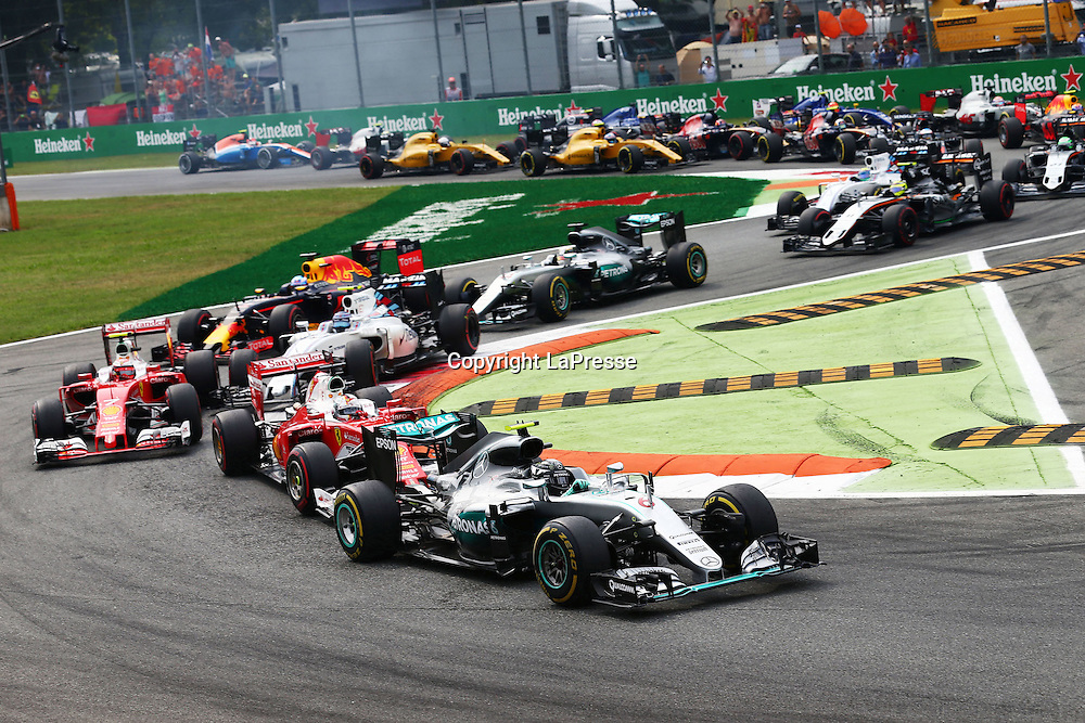&copy; Photo4 / LaPresse<br /> 04/09/2016 Monza, Italy<br /> Sport <br /> Grand Prix Formula One Italia 2016<br /> In the pic: Start of the race, Nico Rosberg (GER) Mercedes AMG F1 W07 Hybrid leads Sebastian Vettel (GER) Scuderia Ferrari SF16-H