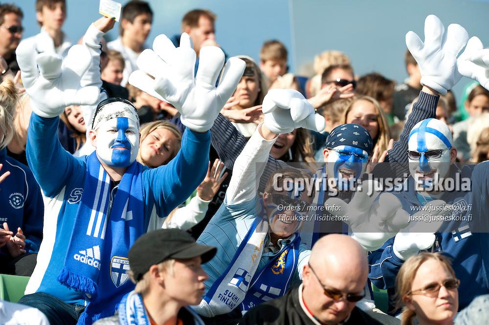Suomalaisfanit. Englanti - Suomi. Alle 21-vuotiaiden EM-kisat. Halmstad, Ruotsi 15.6.2009. Photo: Jussi Eskola