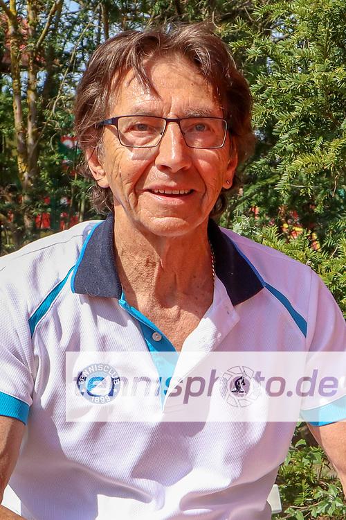 Jörgen Jacobs (TC 1899 Blau-Weiss Berlin) - Sieger Herren 70, Känguruhs-Open 2018, Finaltag, Berlin, 22.04.2018, Foto: Claudio Gärtner