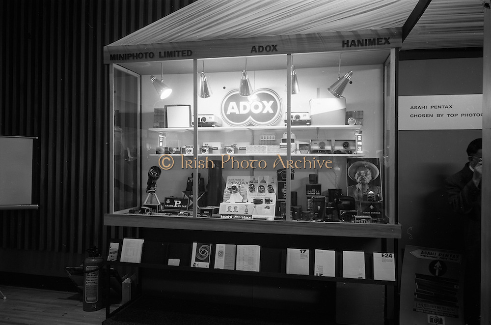 09/04/1964<br /> 04/09/1964<br /> 09 April 1964<br /> Photographic equipent company stands at the Photography Fair at the Intercontinental Hotel, Dublin. The Mini-photo stand.