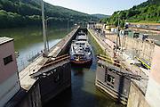 Schleuse auf dem Neckar, Baden-Württemberg, Deutschland | Lock on the Neckar, Baden-Wurttemberg, Germany