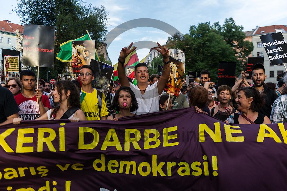 Demonstranten tanzen w&auml;hrend der Demonstration gegen den Milit&auml;rputsch und die AKP Regierung am 22.07.2016 in Berlin, Deutschland. Mehrere Hundert Menschen gingen auf die Stra&szlig;e um gegen die AKP-Regierung und die aktuelle Situation in der T&uuml;rkei zu demonstrieren. Foto: Markus Heine / heineimaging<br /> <br /> ------------------------------<br /> <br /> Ver&ouml;ffentlichung nur mit Fotografennennung, sowie gegen Honorar und Belegexemplar.<br /> <br /> Bankverbindung:<br /> IBAN: DE65660908000004437497<br /> BIC CODE: GENODE61BBB<br /> Badische Beamten Bank Karlsruhe<br /> <br /> USt-IdNr: DE291853306<br /> <br /> Please note:<br /> All rights reserved! Don't publish without copyright!<br /> <br /> Stand: 07.2016<br /> <br /> ------------------------------