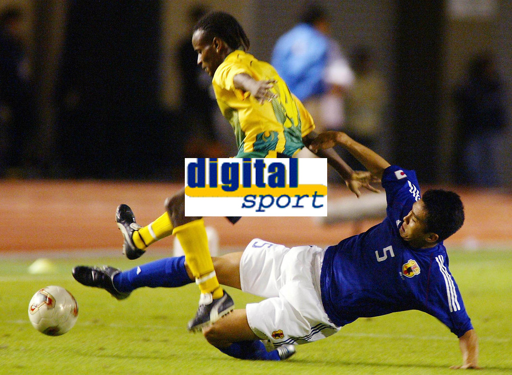 Fotball<br /> Foto: Fotosports/Digitalsport<br /> NORWAY ONLY<br /> <br /> Japan v Jamaica (1-1) Tokyo National Stadium 16/10/02<br /> JUNICHI INAMOTO (Japan) Roberto Scarlett (Jamaica)