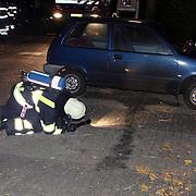 NLD/Huizen/20070904 - Poging brandstichting auto op de Hazewind in Huizen, bezninespoor op de grond