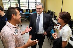 Jorge Chediek, Representante Residente do PNUD e Coordenador Residente do Sistema ONU no Brasil - em Porto Alegre para o 10º Jogo Contra a Pobreza do Programa das Nações Unidas para o Desenvolvimento - esteve em Restinga esta manhã (19/12) para um encontro com Dunga no Esporte Clube Cidadão, um projeto em parceria entre o Instituto Dunga e a ACM. O Instituto Dunga faz parte da Rede Esporte para Mudança Social (REMS), que receberá metade da renda levantada pela iniciativa dos Embaixadores do PNUD Ronaldo e Zidane, através do Jogo Contra a Pobreza, que acontece pela primeira vez no Brasil. Os recursos serão voltados para projetos de redução da pobreza e inclusão social por meio do esporte. A partida está marcada para as 21h de hoje (19/12) na Arena do Grêmio. Doações para esta iniciativa também poderão ser feitas na conta do Banco do Brasil - Nome: Jogo Contra a Pobreza - PNUD Brasil / agência 3382-0 / conta corrente: 6.320-7. Foto Marcos Nagelstein/Preview.com