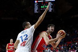 06.09.2014, Palacio de Deportes, Madrid, ESP, FIBA WM, Frankreich vs Kroatien, im Bild France´s Gobert (L) and Croatia´s Tomic // during FIBA Basketball World Cup Spain 2014 match between France and Croatia at the Palacio de Deportes in Madrid, Spain on 2014/09/06. EXPA Pictures © 2014, PhotoCredit: EXPA/ Alterphotos/ Victor Blanco<br /> <br /> *****ATTENTION - OUT of ESP, SUI*****