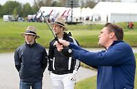 AMSTELVEEN - GOLF - Bosman en Bakker.  Par 3 wedstrijd tussen vier voetballers en vier hockeyers, tijdens de Amsterdam Golf Show op de golfbaan van Amsteldijk. De hockeyers zijn Valentin Verga, Billy Bakker, Mirco Pruijser , Robert Tigges en  voetballers John Bosman, Barry van Galen, Mickey Van der Hart (Ajax) en Joël Veltman (Ajax). FOTO KOEN SUYK