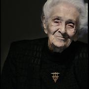 """Il Premio Nobel Rita Levi Montalcini durante il suo intervento al convegno nell'Aula Magna del Politecnico di Torino..""""L'ingegneria al femminile: sguardi verso il futuro a 100 anni dalla laurea di Emma Strada, prima donna ingegnere in Italia"""""""