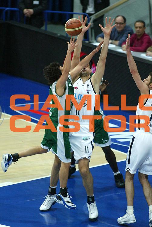 DESCRIZIONE : Bologna Lega A1 2005-06 Climamio Fortitudo Bologna  Air Avellino<br />GIOCATORE : Bagaric<br />SQUADRA : Climamio Fortitudo Bologna<br />EVENTO : Campionato Lega A1 2005-2006 <br />GARA :Climamio Fortitudo Bologna  Air Avellino<br />DATA :09/04/2006 <br />CATEGORIA : Stoppata<br />SPORT : Pallacanestro <br />AUTORE : Agenzia Ciamillo-Castoria/L.Villani