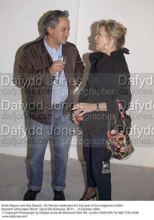 Anish Kapoor and Kay Saatchi. Art Review celebrates the first year of the magazine's Editor Meredith Etherington Smith. David Gill Galleries, SE11. . 15 October 2002. © Copyright Photograph by Dafydd Jones 66 Stockwell Park Rd. London SW9 0DA Tel 020 7733 0108 www.dafjones.com