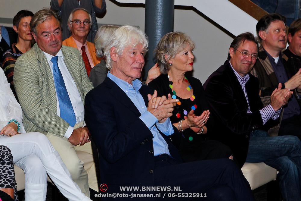 NLD/Amsterdam/20100910 - Paul van Vliet viert 75ste verjaardag met vrienden, Paul van Vliet en partner Lidewij de Jongh
