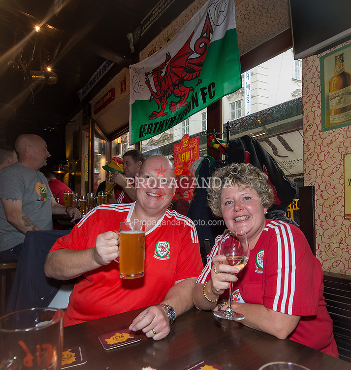 VIENNA, AUSTRIA - Thursday, October 6, 2016: Wales Supporters Sharon and Robert Parker react inside Flanigans bar in Vienna ahead of the match with Austria.  Wales play Austria in the 2018 FIFA World Cup Qualifying Group D match at the Ernst-Happel-Stadion. (Pic by Peter Powell/Propaganda)