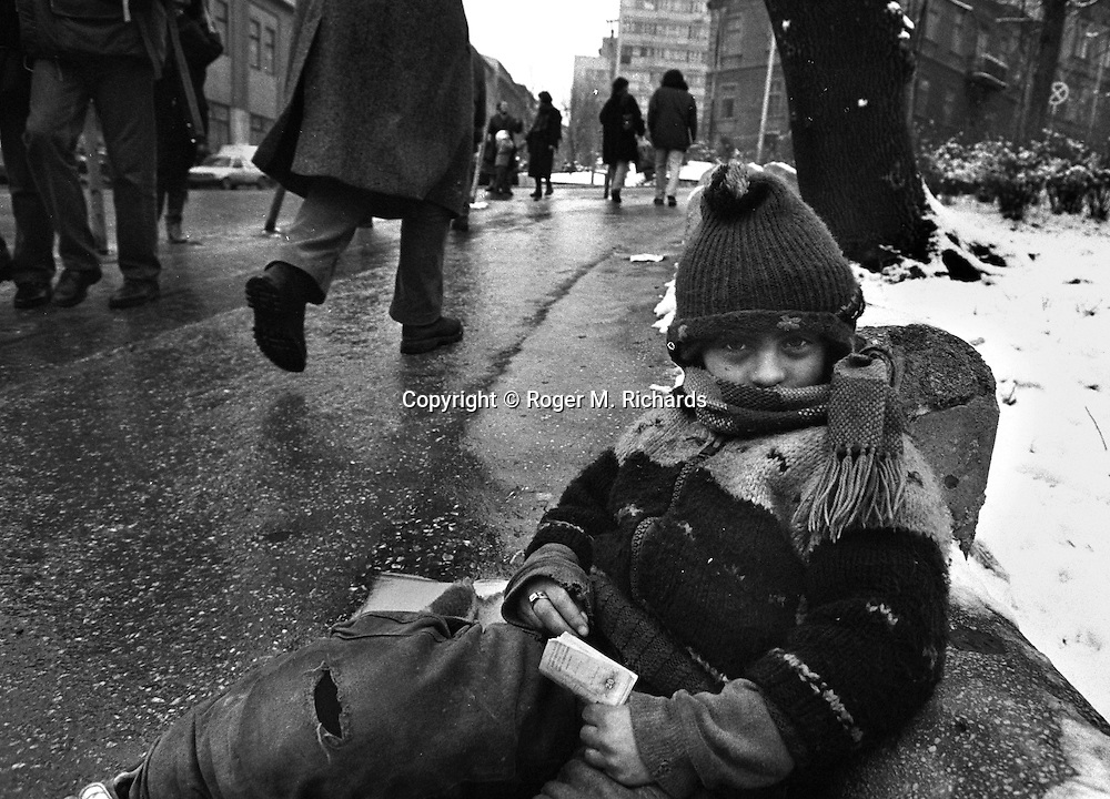 A gypsy girl refugee begs for money in downtown Sarajevo, Bosnia-Herzegovina, January 1996. PHOTO BY ROGER RICHARDS