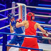 NLD/Amsterdam/20181031 - Boxingstars 2018, 1e aflevering, Kaj van der Voort (blauw) in gevecht met Rein van Duivenbode (rood)