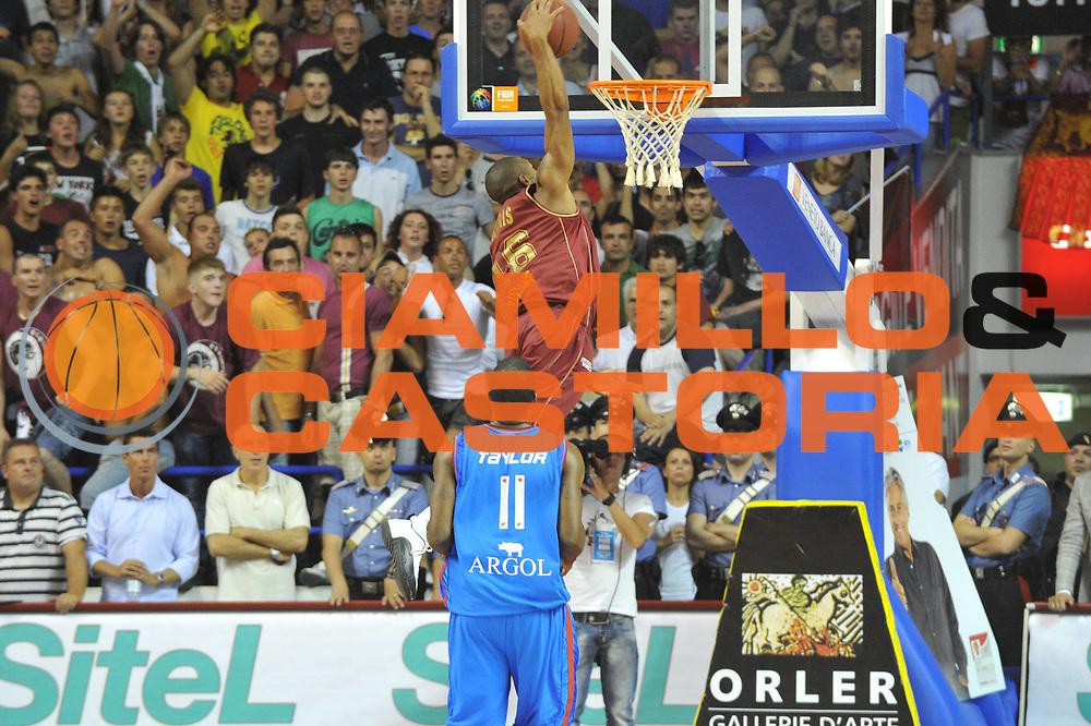 DESCRIZIONE : Venezia Lega Basket A2 2010-11 Playoff Finale Gara 4 Umana Reyer Fastweb Casale Monferrato<br /> GIOCATORE : Lance Harris<br /> CATEGORIA :Schiacciata<br /> SQUADRA : Umana Reyer Fastweb Casale Monferrarto<br /> EVENTO : Campionato Lega A2 2010-2011<br /> GARA : Umana Reyer Venezia Fastweb Casale Monferrato<br /> DATA : 19/06/2011<br /> SPORT : Pallacanestro <br /> AUTORE : Agenzia Ciamillo-Castoria/M.Gregolin<br /> Galleria : Lega Basket A2 2010-2011 <br /> Fotonotizia : Venezia Lega Basket A2 2010-11 Playoff Finale Gara 4 Umana Reyer Venezia Fastweb Casale Monferrato<br /> Predefinita :