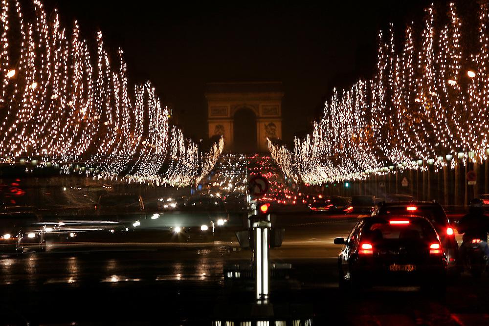 Paris, France. December 19th 2005..View of the Champs Elysées and the Arc de Triomphe from the Place de la Concorde.