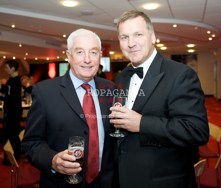 CARDIFF, WALES - Tuesday, October 7, 2008: Wales' assistant manager Roy Evans and BBC Sports's Ray Stubbs at the Brains Beer Wales Football Awards at the Millennium Stadium. (Photo by David Rawcliffe/Propaganda)