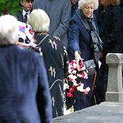 NLD/Amsterdam/20110729 - Uitvaart actrice Ina van Faassen, Ellen Vogel en Petra Laseur