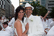 Diner en blanc -  Place Victoria Square / Montreal / Canada / 2010-08-19, © Photo Marc Gibert/ adecom.ca