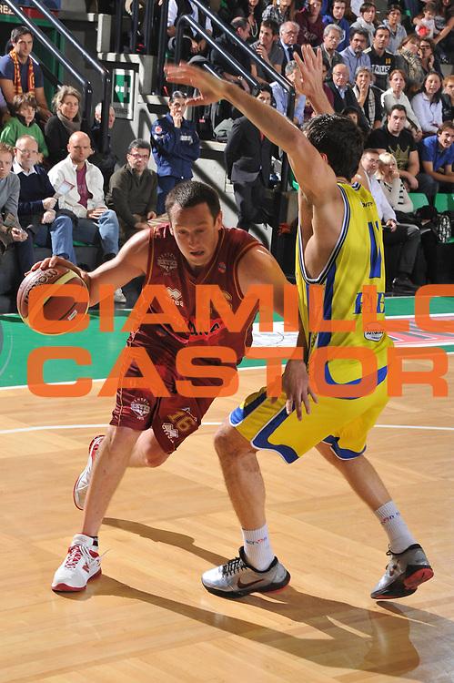 DESCRIZIONE : Treviso Lega A 2011-12 Umana Venezia Fabi Schoes Montegranaro<br /> GIOCATORE : Giudo Rosselli<br /> CATEGORIA :  Palleggio<br /> SQUADRA : Umana Venezia Fabi Schoes Montegranaro<br /> EVENTO : Campionato Lega A 2011-2012<br /> GARA : Umana Venezia Fabi Schoes Montegranaro<br /> DATA : 30/10/2011<br /> SPORT : Pallacanestro<br /> AUTORE : Agenzia Ciamillo-Castoria/M.Gregolin<br /> Galleria : Lega Basket A 2011-2012<br /> Fotonotizia :  Treviso Lega A 2011-12 Umana Venezia Fabi Schoes Montegranaro  <br /> Predefinita :