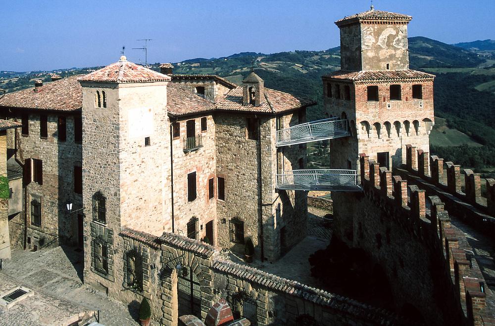 "Vigoleno (Vernasca, PC) - ""I Borghi più belli d'Italia"" :-: Vigoleno (Italy) - ""The most beautiful villages of Italy"""