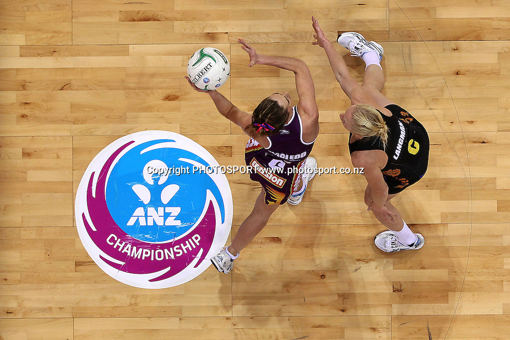 Firebirds' Elissa Macleod competes against Magic's Laura Langman. ANZ Netball Championship, Waikato/Bay of Plenty Magic v Queensland Firebirds, Claudelands Arena, Hamilton, New Zealand. Monday 2nd July 2012. Photo: Anthony Au-Yeung / photosport.co.nz